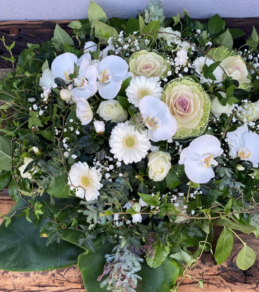 Rund dekorasjon hvit og gronn