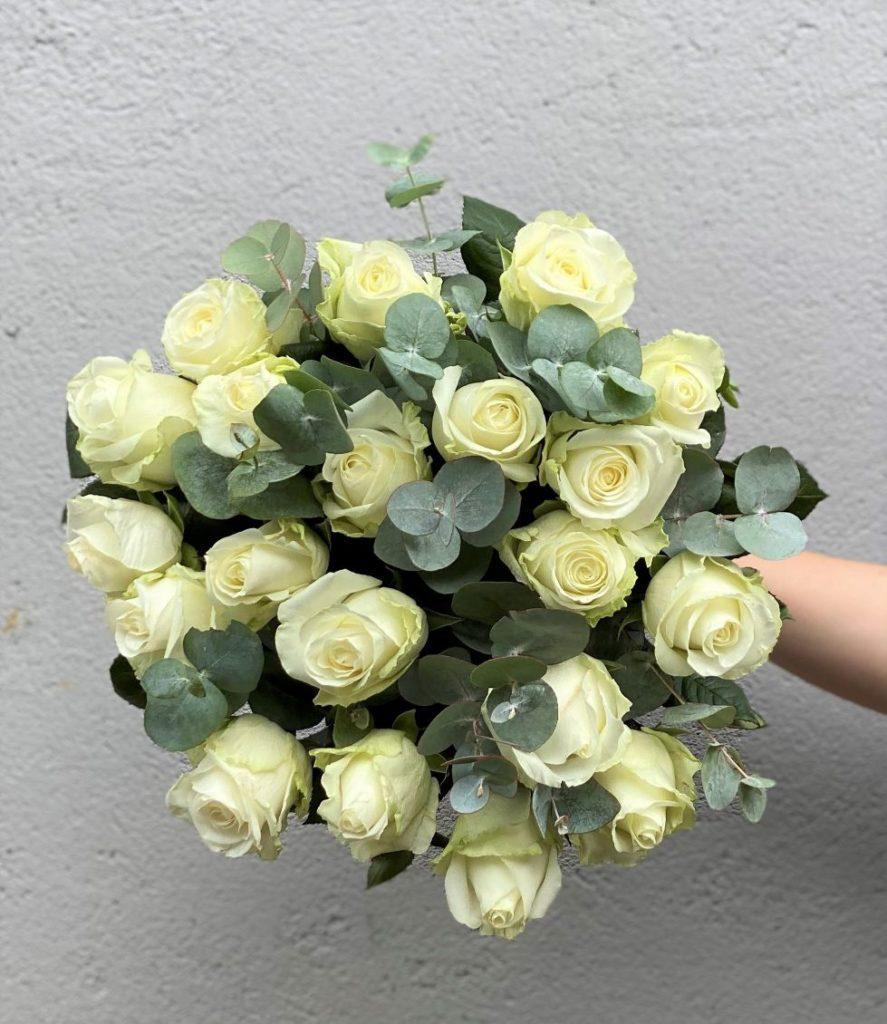 Hvite roser med gront3